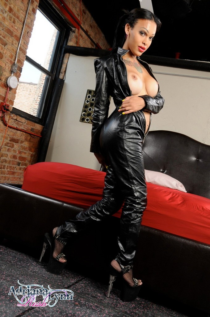 Adriana_Lynn_Rush_Leather_Catsuit_Pictures_002